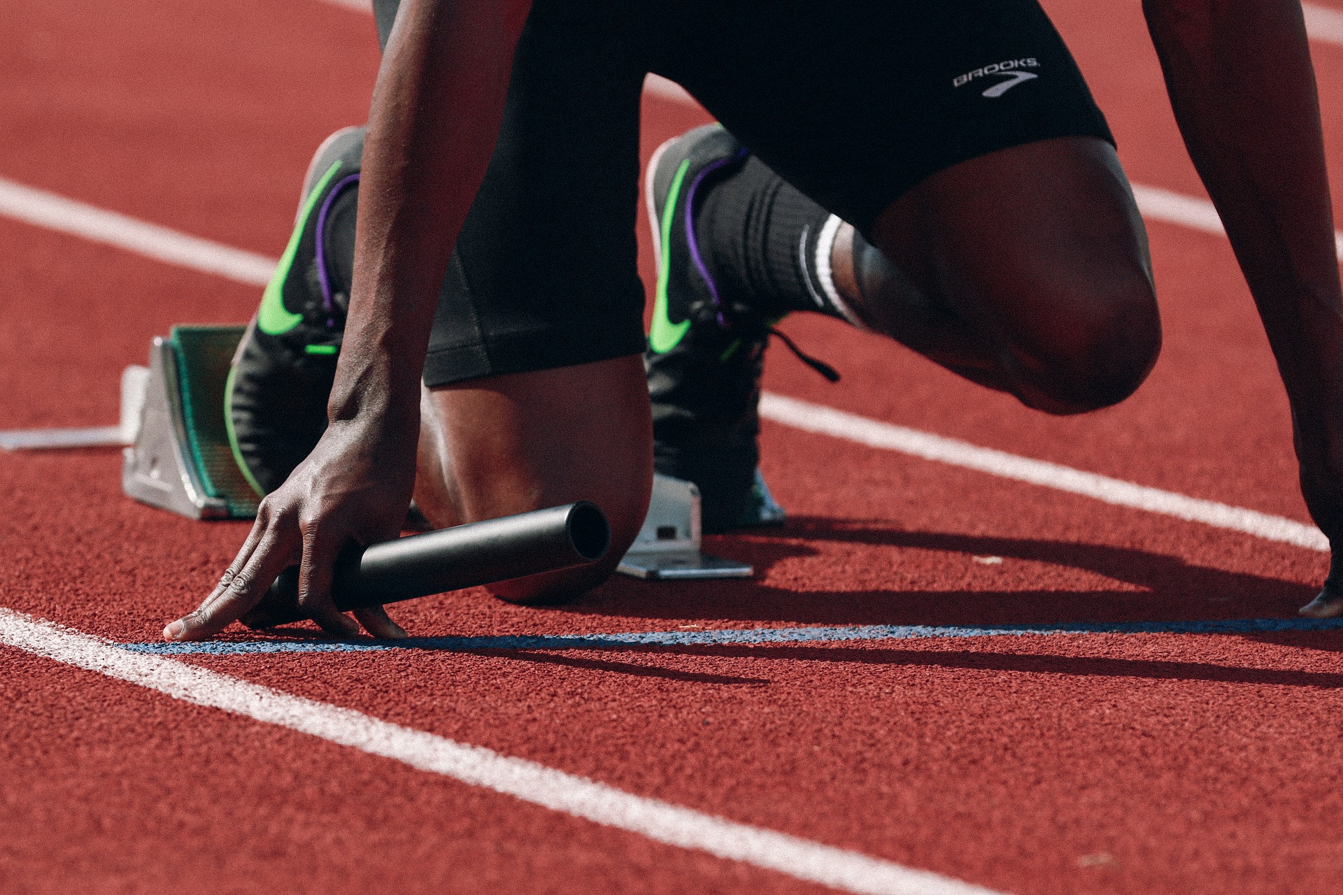 athlete-geting-ready-to-runathlete-geting-ready-to-run