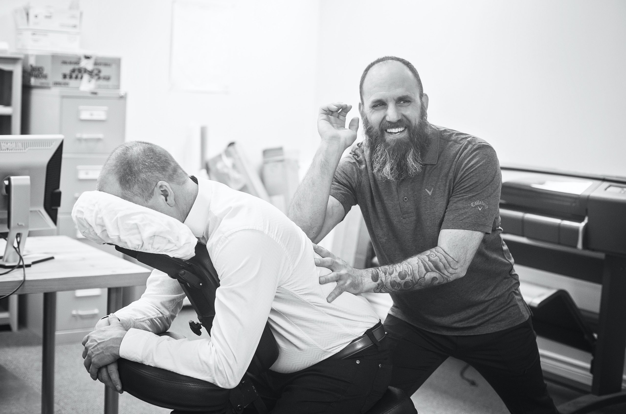 man-with-back-pains-at-the-chiropractor